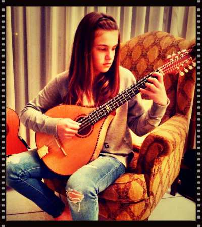 Mandolin Basics - Holding an octave mandolin